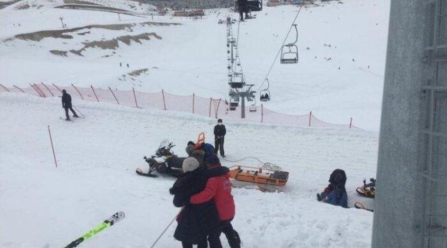 Karlı dağda mahsur kalan 9 kişiyi jandarma kurtardı